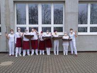 6-žáci a paní učitelky posílají pozdrav našim zdravotníkům